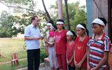 Clip: Bạn đọc báo ĐS&PL trao tiền ủng hộ 7 chị em mồ côi