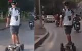 """Cộng đồng mạng - Clip: Bất chấp nguy hiểm, thanh niên """"trượt ván"""" trên đường"""