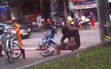 An ninh - Hình sự - Clip: Công khai chích ma túy giữa trung tâm Sài Gòn