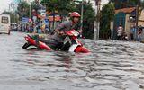 """Sự kiện hàng ngày - Sài Gòn biến thành """"sông"""", xe chết máy nằm la liệt"""