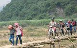 Miền Trung - Người dân nín thở khi đi... qua cầu