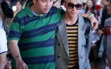 Sơn Tùng M-TP được Quang Huy ra sân bay đón sau vụ cấm diễn