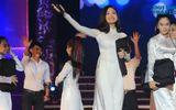 Clip: Miu Lê duyên dáng hát tặng thầy cô nhân ngày 20/11