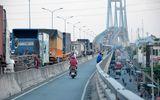 Sự kiện hàng ngày - Xe đầu kéo chắn ngang đường, cầu Phú Mỹ kẹt cứng xe