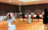 """Video: """"Đột nhập"""" phòng tập xem thí sinh HHVN 2014 luyện catwalk"""