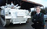 Video: Ông bố chơi trội lái xe tăng 17 tấn đưa con đi học