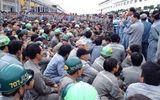 Video: Hơn 2500 công nhân đình công tại nhà máy đóng tàu Huyndai Vinashin