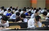 Lộ đề thi, 25.000 học sinh lớp 12 thi lại môn Tiếng Anh