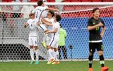 Trung vệ Real bỏ lỡ cơ hội ghi bàn khó tin