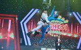 Người nghệ sĩ đa tài: Nguyên Vũ thử tài đu dây trên sân khấu