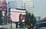 Tắc nghẽn giao thông vì chiếu phim khiêu dâm trên biển quảng cáo