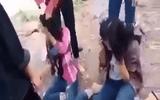 Nhóm nữ sinh đánh bạn vì nhắn tin trên facebook không được trả lời