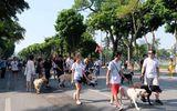 Dắt chó đi dạo hồ Hoàn Kiếm có thể bị phạt