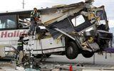 Xe buýt đâm xe tải, 13 người thiệt mạng