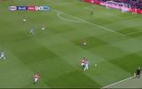 Bóng đá - Màn đua tốc và cản phá ấn tượng của Carrick vs Aguero
