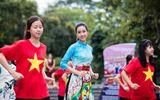 Hoa hậu Mỹ Linh, Á hậu Thanh Tú nhảy flashmob cùng hàng nghìn bạn trẻ