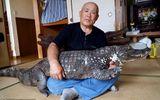Cụ ông 65 tuổi nuôi cá sấu cưng, dắt đi dạo phố mỗi ngày
