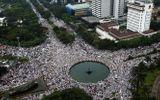 Cuộc biểu tình khổng lồ ở Indonesia chống thị trưởng Jakarta