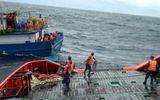 Hành trình vượt sóng dữ cứu nạn 8 thuyền viên lênh đênh trên biển