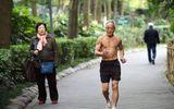 Cụ ông 72 tuổi vẫn vô tư cởi trần tập thể dục sáng mùa đông giá rét