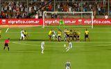 Messi sút phạt đẳng cấp vào lưới Colombia
