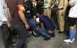 Bắt nam thanh niên lăng mạ, tấn công cảnh sát