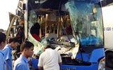 9 người bị thương sau phút xe khách vượt xe tải