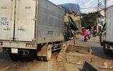 Dân cạy cửa cứu phụ xe trong xe tải bẹp dúm