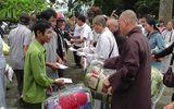 Hơn 3.000 suất quà của nhà hảo tâm tiếp tục đến với người dân vùng lũ