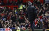 Án phạt cực nặng dành cho Mourinho vì phản ứng với trọng tài