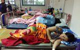 Hàng chục người dân ngộ độc, cấp cứu sau khi ăn bánh mì