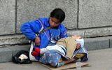 Lý giải nguyên nhân những đứa trẻ trên tay người ăn xin luôn ngủ