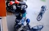 """Video: Màn lùi xe """"bá đạo"""" nhất năm"""