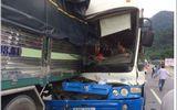 Xe tải rơi xuống vực sau tai nạn nghiêm trọng trên đèo Bảo Lộc