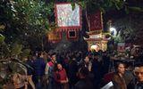 Người dân Hà Nội đi chùa, mua muối cầu may sau giao thừa