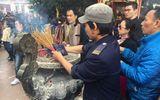 Người dân Hà Nội đi chùa cầu may đầu năm Đinh Dậu