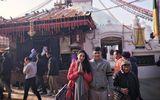 Vợ chồng Công Vinh - Thủy Tiên lễ Phật ở Nepal dịp đầu xuân