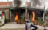 Chồng đốt 2 xe máy cháy rụi vì giận vợ