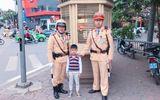 Hà Nội: Tìm thấy gia đình bé trai đi lạc nhờ phiếu bé ngoan