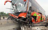 Xe đâm dải phân cách, hành khách hoảng loạn kêu cứu trên quốc lộ 1A