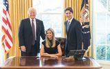 Con gái Donald Trump bị chỉ trích vì ngồi trên ghế tổng thống