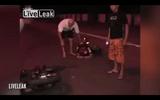 """Sửng sốt vì """"tiên đoán"""" được tai nạn xe cộ chỉ tích tắc trước khi xe đổ"""
