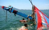 Cứu sống 8 thuyền viên bị sóng đánh chìm tàu