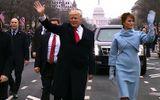 """Donald Trump """"bênh vợ chằm chặp"""" trong cuộc họp báo"""