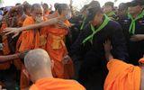 Căng thẳng gia tăng quanh chùa Thái có sư trụ trì bị cáo buộc tham nhũng