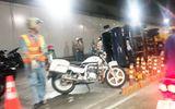 Tin trong nước - Xe tải nổ lốp, lật ngang trong hầm Thủ Thiêm