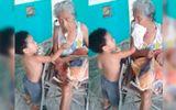 Em bé 3 tuổi chăm sóc bà bệnh tật chu đáo khiến nhiều người ngỡ ngàng
