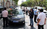 TP. Hồ Chí Minh xử phạt hàng loạt xe ô tô biển xanh đậu trên vỉa hè