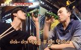 Taecyeon (2PM) ăn phở cay, thích thú uống bia tại Việt Nam