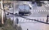 Đâm trực diện xe tải, 8 người bị hất tung lên trời rồi rơi xuống đất
